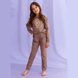 Piżama dziewczęca w kolorze brązowym z serduszkiem 104 116